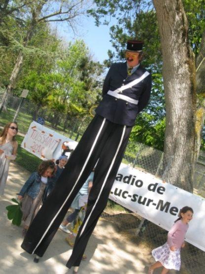 Faux gendarmes, faux policiers, animations sur échasses pour vos évènements