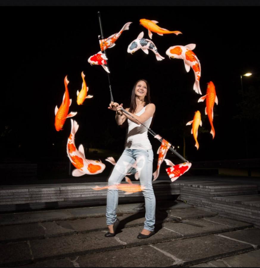 Jonglerie lumineuse, animation de cirque pour vos évènements.
